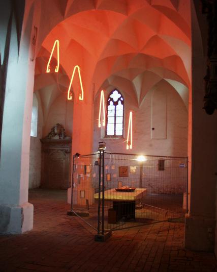 Roehren mit Altar 4